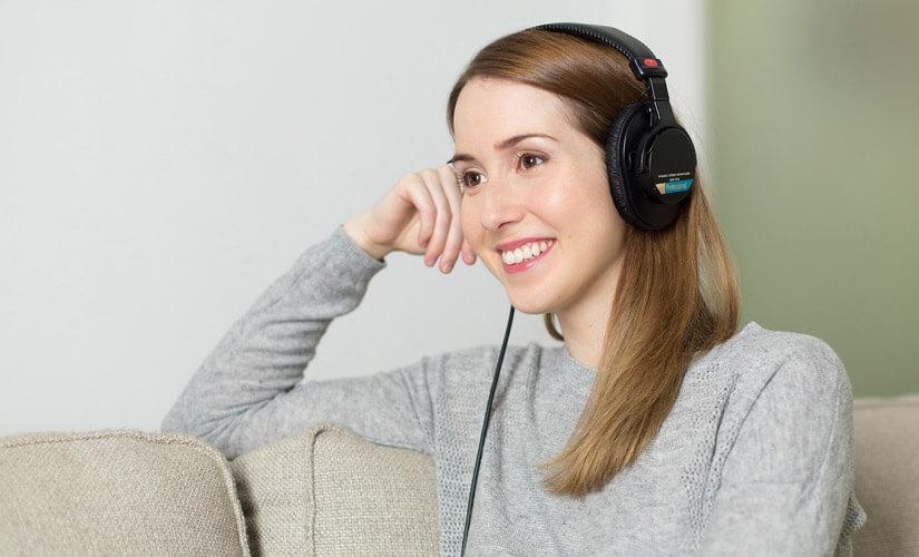 Besonders jüngere Menschen nutzen laut einer Online-Studie besonders intensiv Audio-Angebote wie Podcasts im Internet.